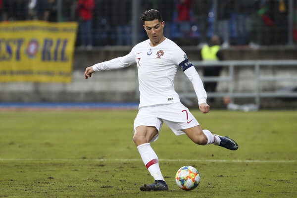 Cristiano Ronaldo v drese Portugalska.