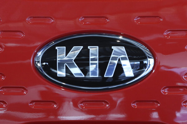 Logo automobilky Kia.