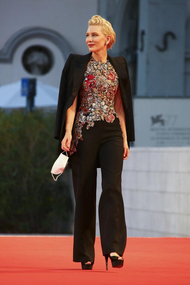 Herečka Cate Blanchett v kostýme od Alexandra McQueena. Top mala po prvý raz oblečený v roku 2016.