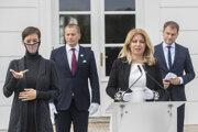 Prezidentka SR Zuzana Čaputová, druhý vľavo predseda Národnej rady SR Boris Kollár (Sme rodina) a vpravo premiér SR Igor Matovič (OĽANO) počas brífingu po spoločných raňajkách v Prezidentskom paláci.