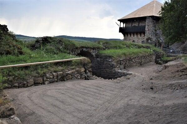 Vo Fiľakove sa Na strednom hrade ešte pripravuje sprístupnenie niekdajších kazematov.