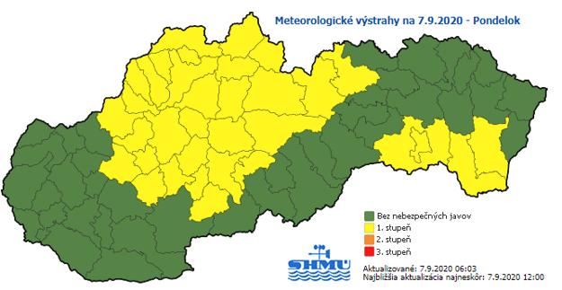 SHMÚ varuje na severe pred dažďom a na juhu pred vetrom.