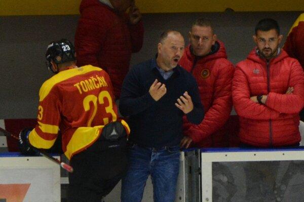 Tréner Ľubomír Hurtaj prežíva intenzívne zápasy na lavičke. Dve víťazstva ho tešia, ale podstatnejší bude podľa neho štart do prvoligovej sezóny.