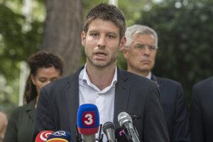 Michal Šimečka počas brífingu s novinármi po stretnutí europoslancov s ministrom zahraničných vecí a európskych záležitostí SR Ivanom Korčokom.