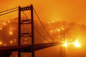 Lesný požiar v blízkosti mosta Bidwell Bar Bridge v kalifornskom meste Oroville 9. septembra 2020.