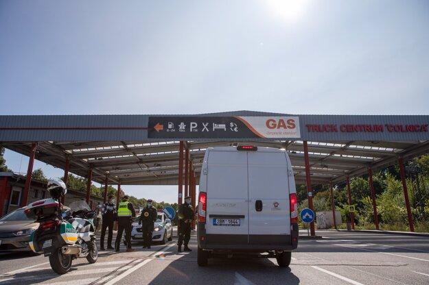 Kontroly na hraničnom priechode v Holíči.