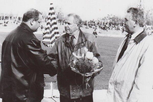 Ján Gajdoš st. (v strede) takmer celý svoj život zasvätil košickému futbalu.