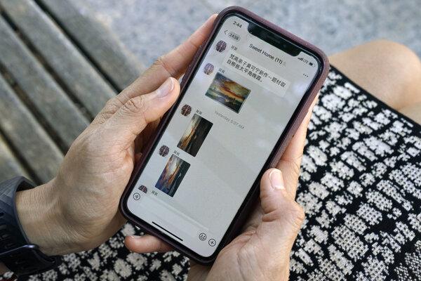 Aplikácia WeChat je populárna medzi čínskymi študentmi, Američanmi žijúcimi v Číne a Američanmi, ktorí majú osobné alebo obchodné vzťahy s Čínou.