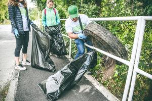 Analýza odpadu ukazuje, že najčastejšie sa ľudia v prírode zbavujú plastov. Výnimkou nie sú ani pneumatiky.