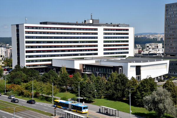Na Lekársku fakultu UPJŠ by sa mali od pondelka vrátiť niektorí študenti