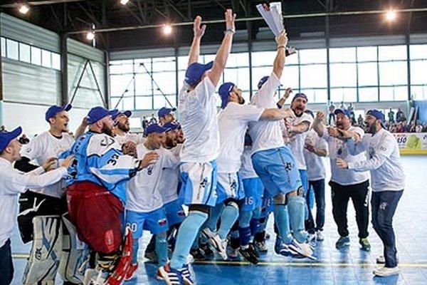 Nitrianski hokejbalisti sú najlepší na Slovensku už päť rokov v rade!