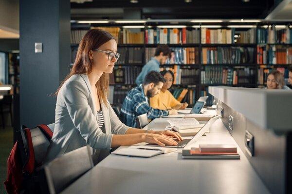 Pri pôžičke z Fondu na podporu vzdelávania platí študent úrok tri percentá ročne.