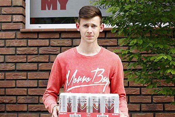 Pre kartón piva Corgoň si prišiel víťaz 7. kola Ľuboš Rusnák z Lehoty. Z piva sa vraj potešia futbalisti Zbehov, kde pôsobí.