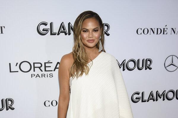 Chrissy Teigenová, modelka, spisovateľka, televízna osobnosť, informovala, že potratila svoje tretie dieťa.