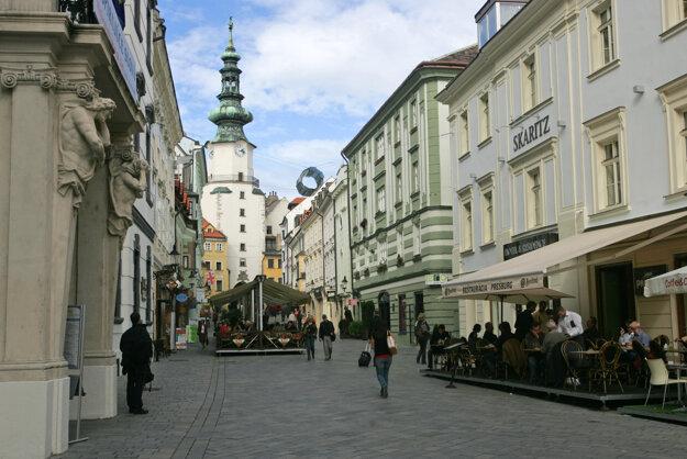 Švajčiarska ambasáda sídli na Michalskej ulici v Bratislave.