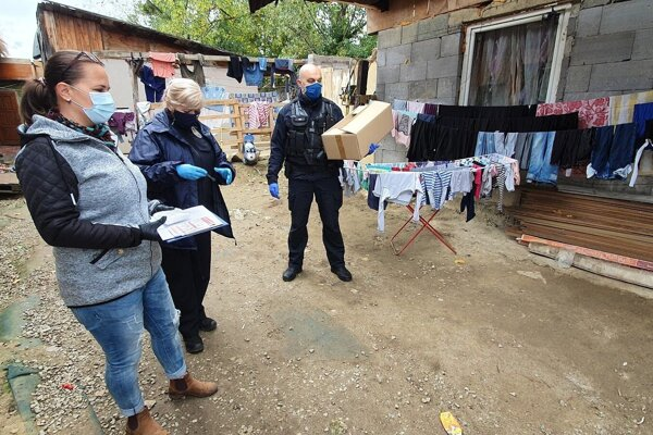 Mestská polícia sa zameriava aj na prevenciu v rómskych osadách.