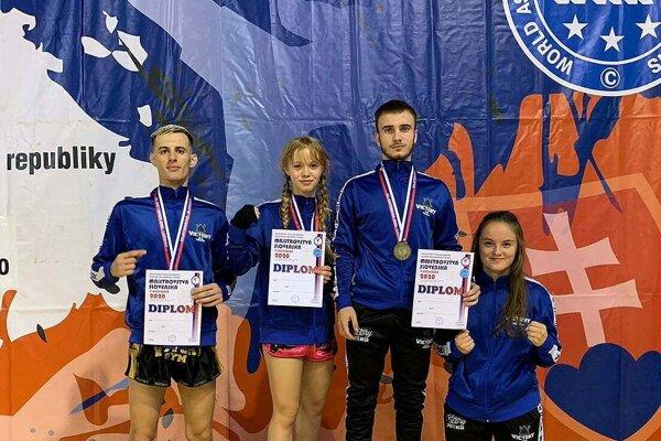 Spoločná fotka kickboxerov z Victory Gym Trenčín.
