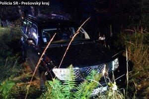 Vodiča našli v aute bez známok života.