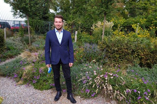 Attila Tóth vexperimentálnej záhrade Fakulty záhradníctva akrajinného inžinierstva SPU vNitre.