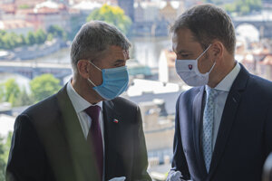 Predseda slovenskej vlády Igor Matovič (vpravo) a český premiér Andrej Babiš počas stretnutia v Prahe v stredu 3. júna 2020. Na tomto stretnutí pred štyrmi mesiacmi dvojica lídrov oznámila otvorenie hraníc.