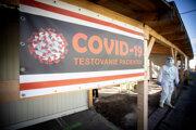 Odberové miesto na testovanie pacientov na ochorenie COVID-19 pred Infekčným pavilónom na Kramároch v Bratislave.