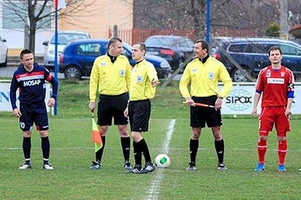 Vo Volkovciach arbitri videli v polčasovej prestávku inzultáciu a zápas bol predčasne ukončený.