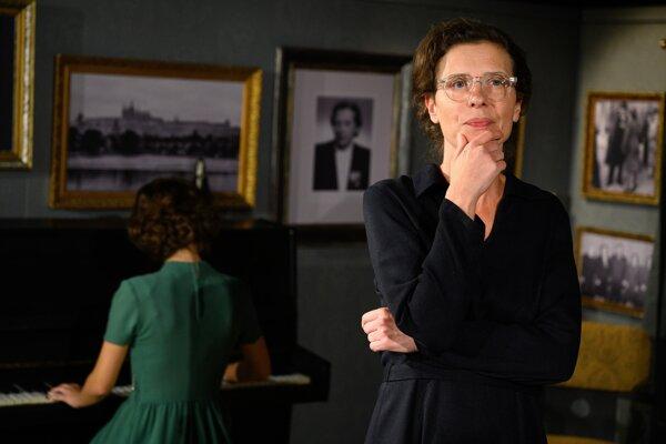 Herečka Vladena Škorvagová ako Milada Horáková v inscenácii Milada režiséra Matúša Bachynca v SND.