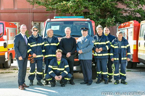 V Rakove sa tešia z novej hasičskej techniky.