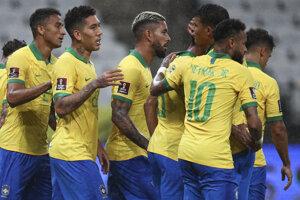 Radosť futbalistov Brazílie v zápase proti Bolívii.