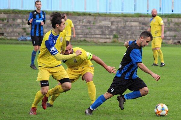 Dolný Kubín (v tmavých dresoch) vyhral aj siedmy zápas sezóny. Tentokrát zdolal Tvrdošín.