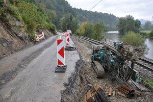 Oprava zosuvu na ceste medzi Bzinami a Medzibrodím nad Oravou.