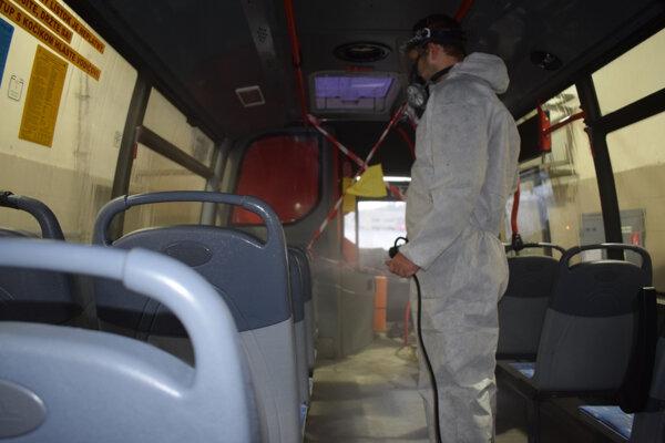 Na dezinfekciu autobusov a trolejbusov vynaložili približne 31 000 eur.