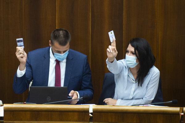 Marián Viskupič a vpravo Jana Bittó Cigániková (obaja SaS).