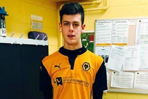 Christián Herc v drese Wolverhamptonu Wanderers.
