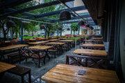 Reštaurácie môžu jedlo ponúkať iba na terasách.