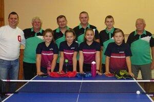 Stolní tenisti z Urminiec privítali v prvom kole mladé talentované hráčky z Topoľčian.