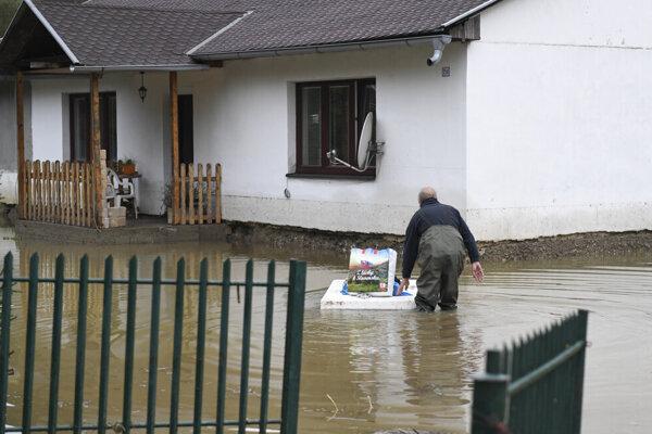 Následky povodne budú v Kysaku odstraňovať zrejme ešte dlho.