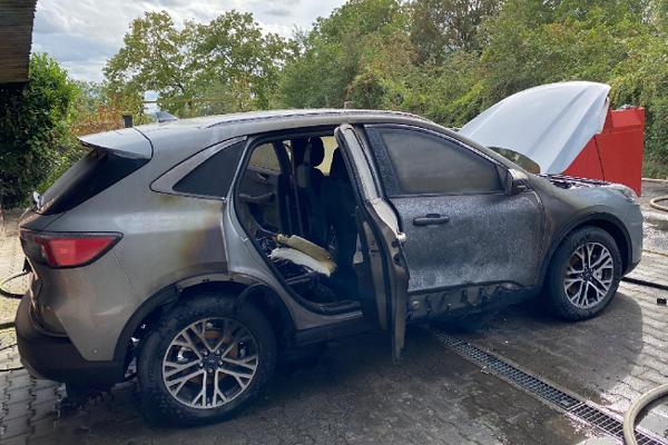 Nový Ford Kuga PHEV zhorel len deň po registrácií v nemeckom Wiesbadene.