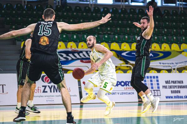 Zahanbiť sa nenechal ani kapitán Levíc Šimon Krajčovič, ktorý prispel kvíťazstvu Patriotov 17 bodmi, 10 doskokmi a7 asistenciami. Bol aj vyhlásený za najlepšieho slovenského hráča 6. kola SBL.