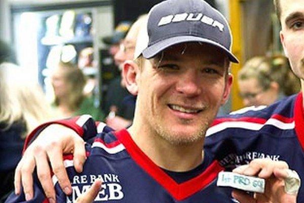Nitran Saša Molnár žije už desať rokov za morom. V Amerike má prácu, trénuje mladých hokejistov a po víkendoch hrá profesionálny hokej v najnižšej súťaži.