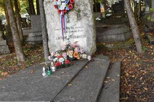 Nové označenie pamätných hrobov.
