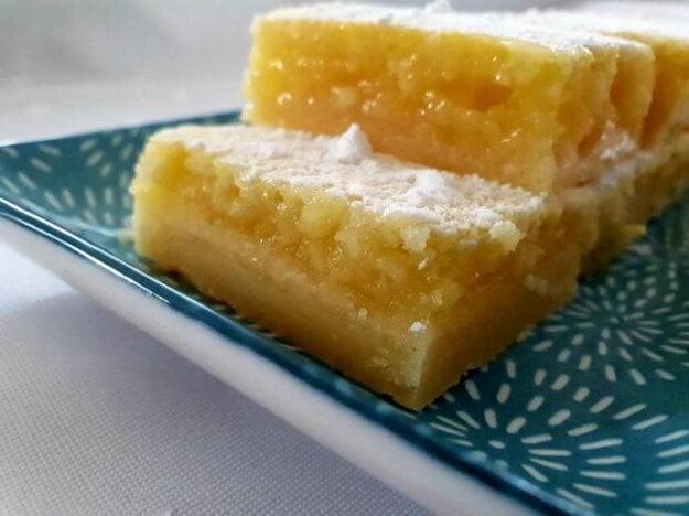Šťavnaté citrónové rezy