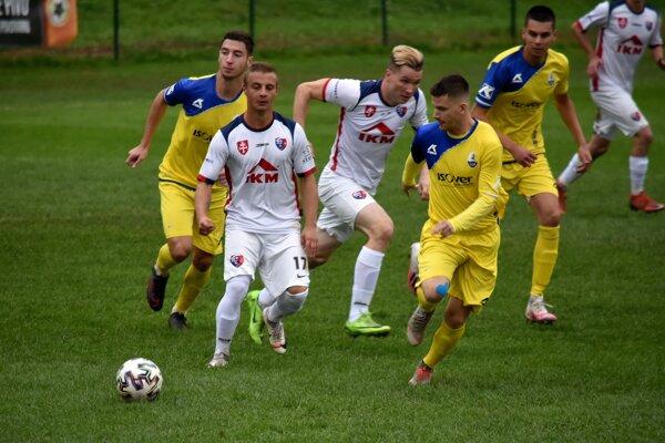 Momentka z derby III. ligy medzi Zvolen a Kováčovou.