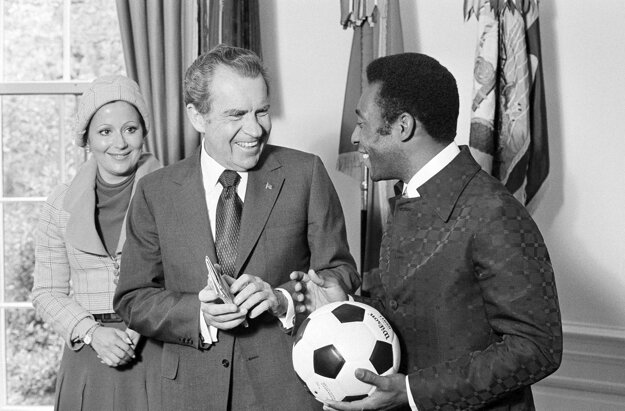 Na archívnej fotografii z 8. mája 1973 spolu s americkým prezidentom Richardom Nixonom.