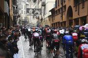 Pelotón na začiatku 19. etapy pretekov Giro d'Italia.