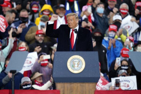 Americký prezident Donald Trump na mítingu v meste Allentown v americkom štáte Pensylvánia.
