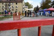 Testovanie na nový koronavírus v Bánovciach nad Bebravou.