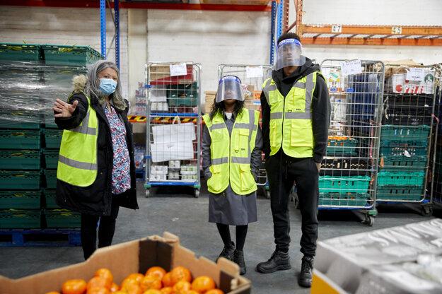Marcus Rashford (vpravo) podporuje projekt dotovaného stravovania pre deti zo sociálne slabších vrstiev.