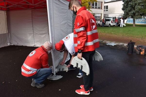 Územný spolok SČK v Humennom požičal samospráve na testovanie všetky svoje humanitárne stany.