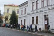 Čakanie na testovanie v Kremnici. Ilustračné foto.